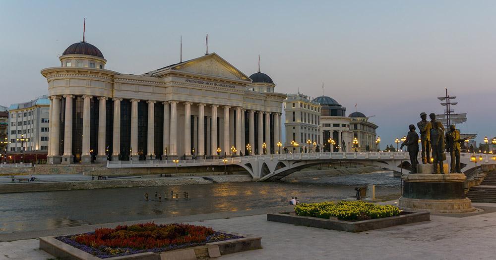 Skopje - Museum am Fluss