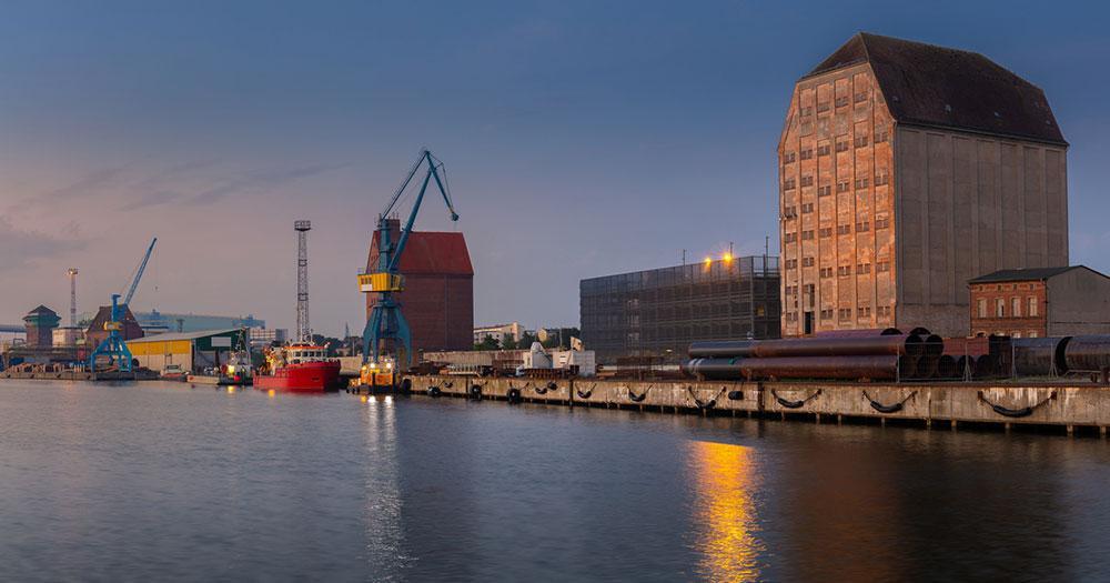 Stralsund - Docks mit Warenhaus