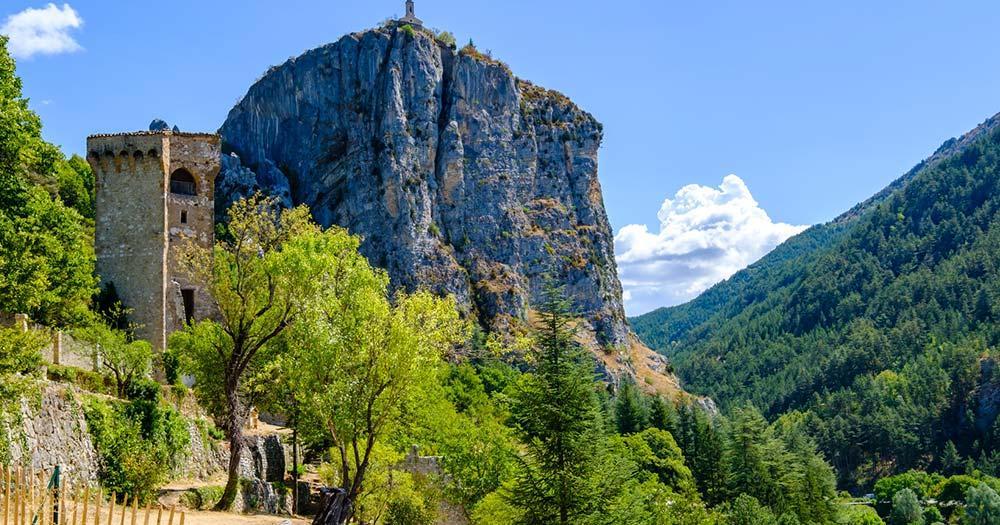 Castellane - le roc et La Tour Pentagonale (