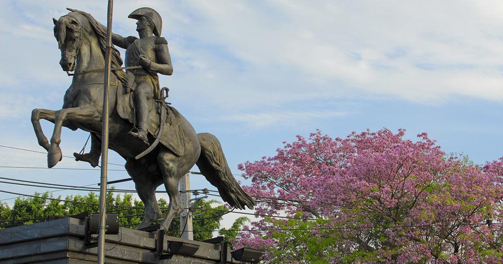 Asunción - San Martin Statue