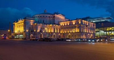 Mariinski-Theater - bei Nacht