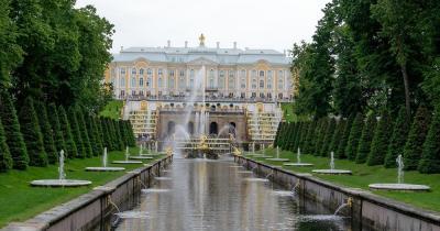 Schloss Peterhof - Brunnen vor dem Schloss