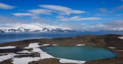 Südliche Shetlandinseln - See am Deception Island