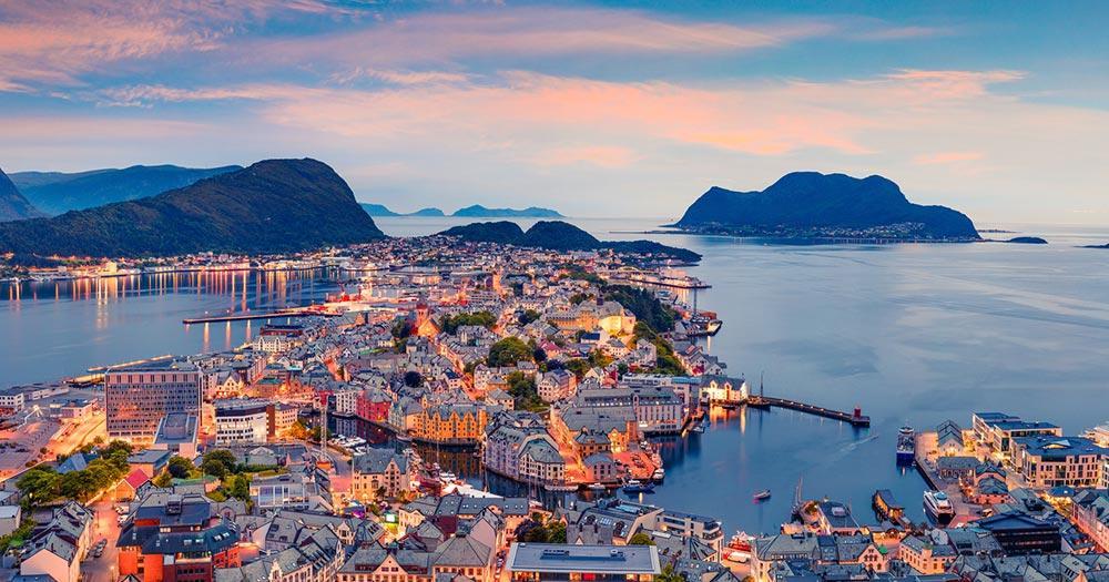 Bergen / abendliche Luftaufnahmen auf den Alesund