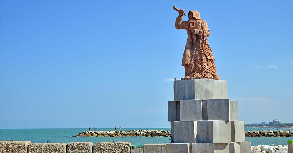 San Benedetto del Tronto - Statue am Strand