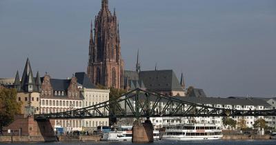 Kaiserdom St. Bartholomäus - Blick über den Fluss