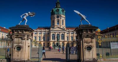 Schloss Charlottenburg - Eingang mit Fassade