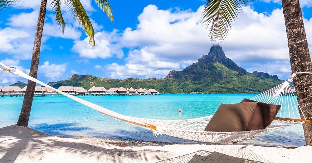Bora Bora / Hängematte am Strand