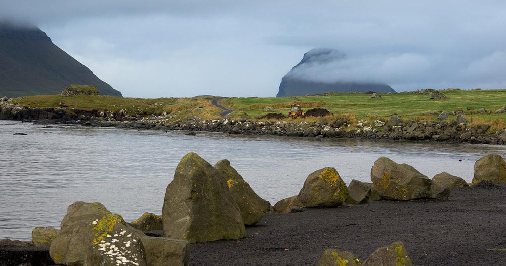 Färöer Inseln / Streymoy mit Blick auf Hestur