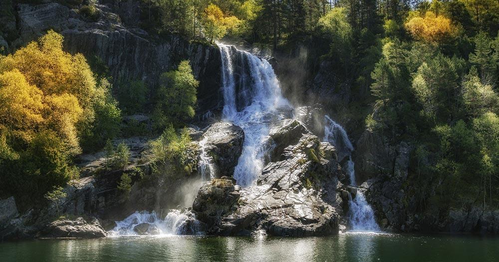 Stavanger / ein Wasserfall,Lysefjord