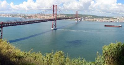 Brücke des 25. April / Fernaufnahme der Brücke