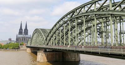 Hohenzollernbrücke / die Hohenzollernbrücke