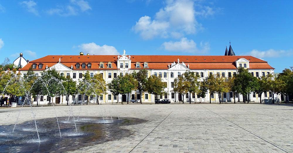 Magdeburg / Domplatz mit historischen Gebäuden des Landtages Sachsen-Anhalt in Magdeburg