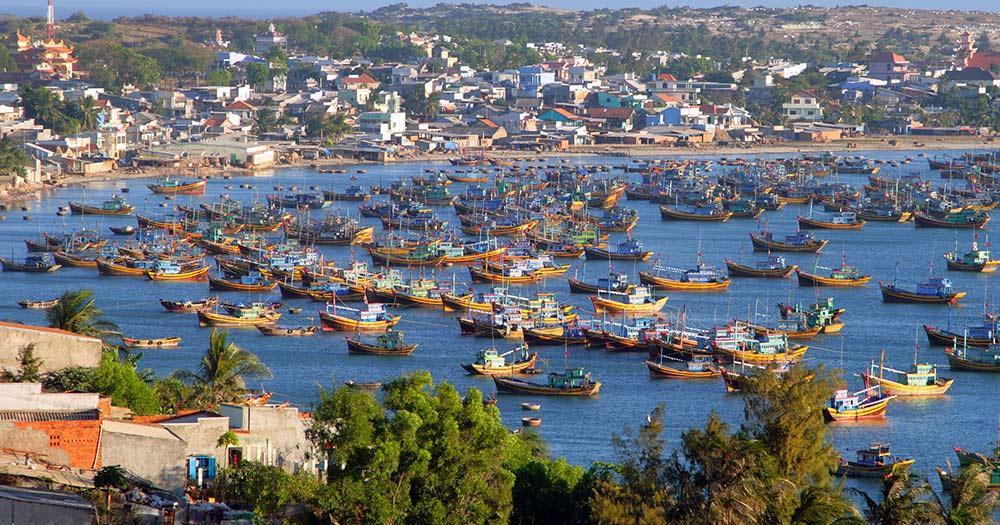 Vietnam - Fischerboote in der Bucht von Mui ne, Vietnam