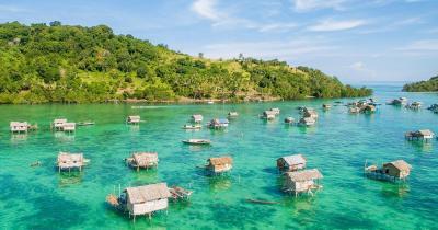 Borneo - Schöne Luftaufnahme vom Meer Zigeuner Wasserdorf