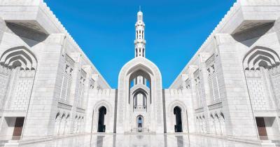 Große Sultan-Qabus-Moschee - der Eingang der Moschee