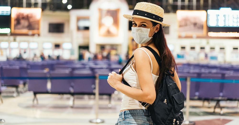 Sicheres Reisen trotz Corona - am Bahnhof mit Maske