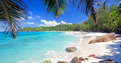 Seychellen - Ausblick auf den traumhaften Strand