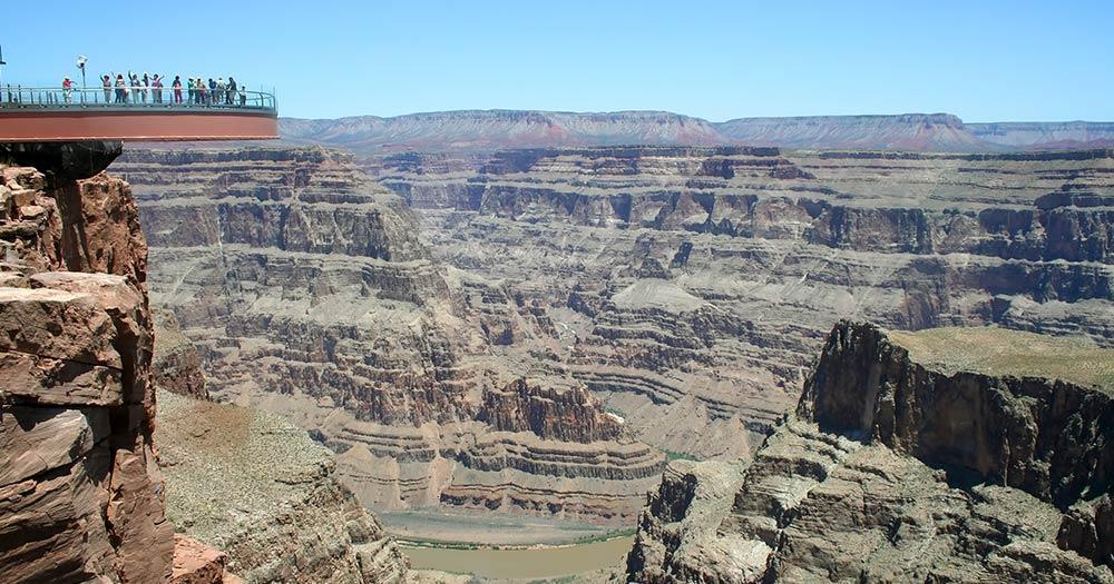 Skywalk at Eagle Point - Blick in den Canyon
