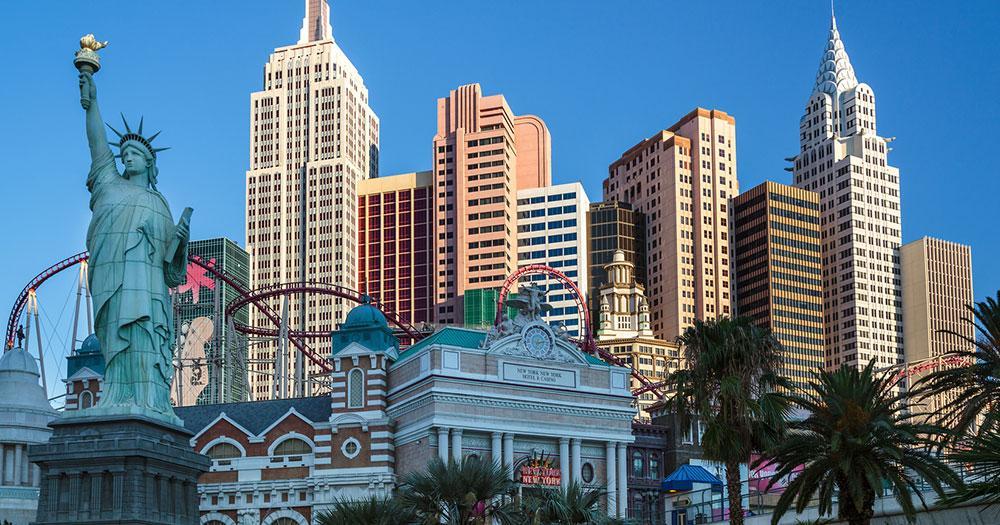 Las Vegas - Hotel New York mit der Achterbahn