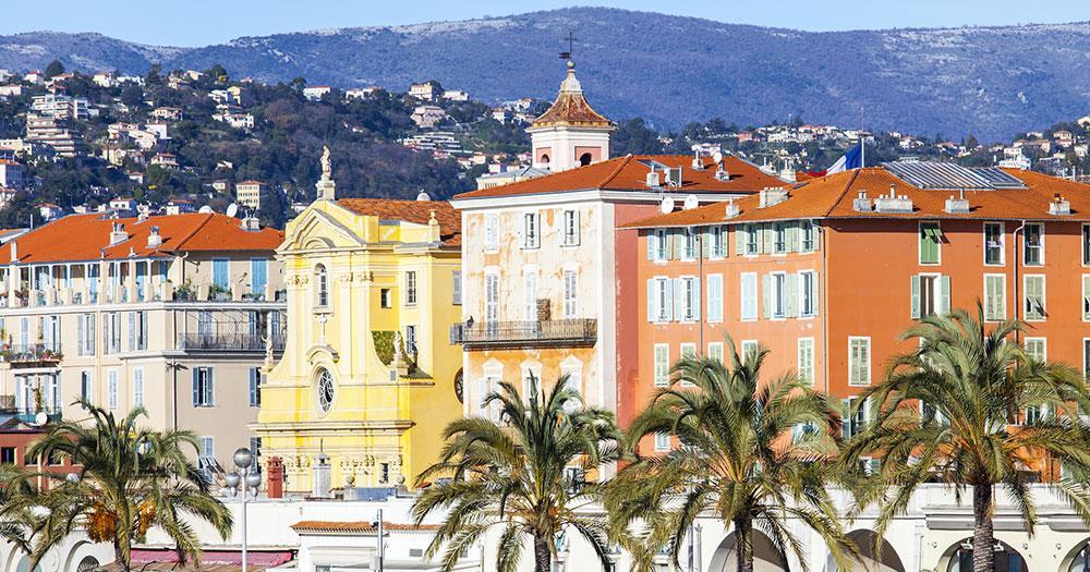 Nizza - Häuserreihe am Hafen von Nizza