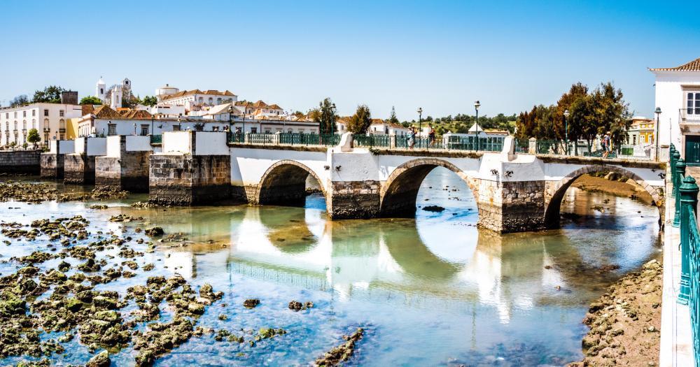 Algarve - Die historische Brücke in Tavira