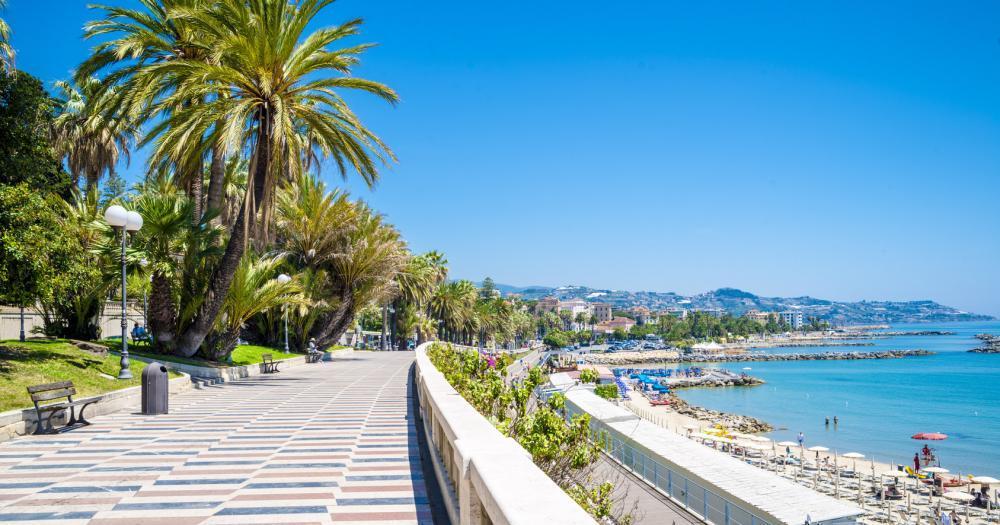 Sanremo - Blick auf den die Strandpromenade