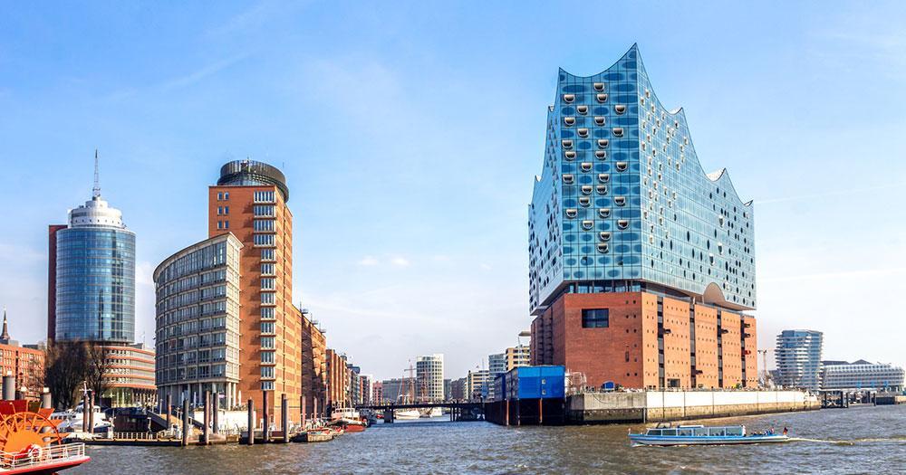 Hamburg - Elbphilharmonie an der Elbe