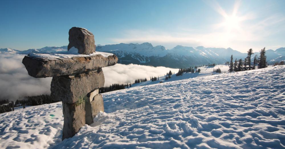 Whistler-Blackcomb - Blick auf die Whistler Mountain Inukshuk Statue