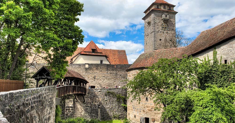 Rothenburg ob der Tauber - Die Rothenburg mit Burggraben