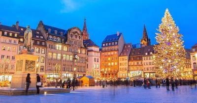 Christkindelsmärik - Weihnachtsmarkt mit Christbaum