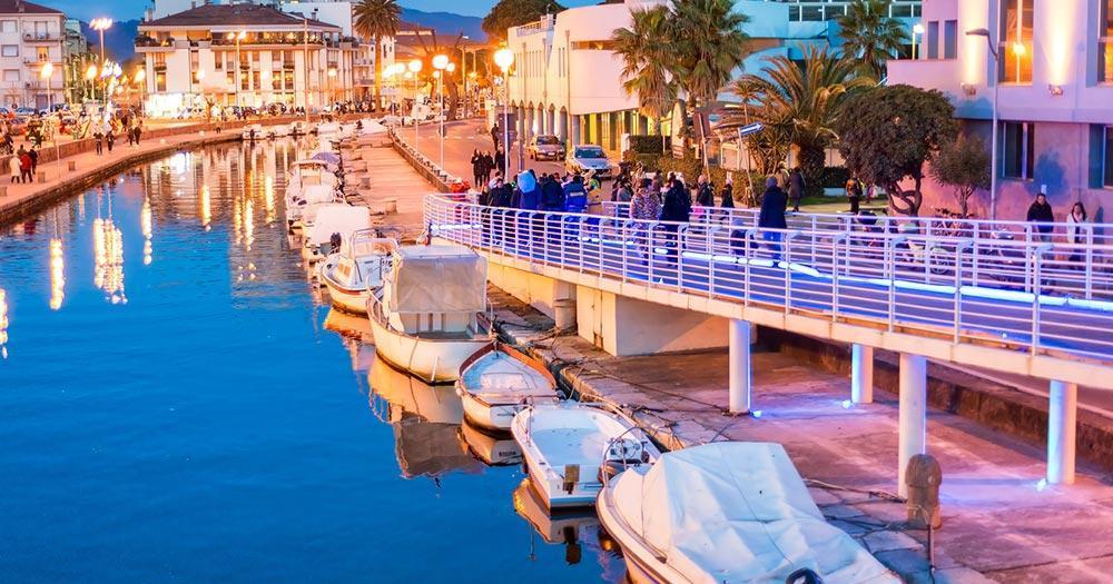 Viareggio - der Bootskanal am Abend