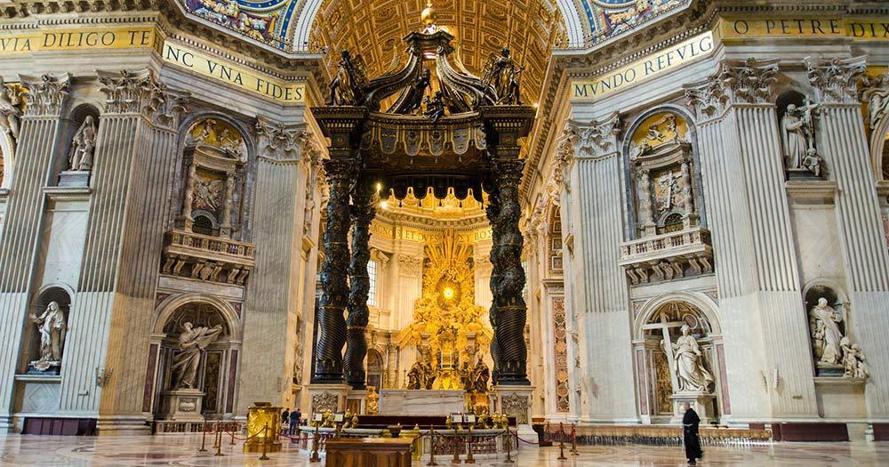Vatikanstadt - Altar im Petersdom