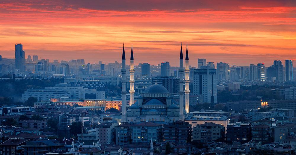 Ankara - Die Kocatepe Moschee im Abendlicht
