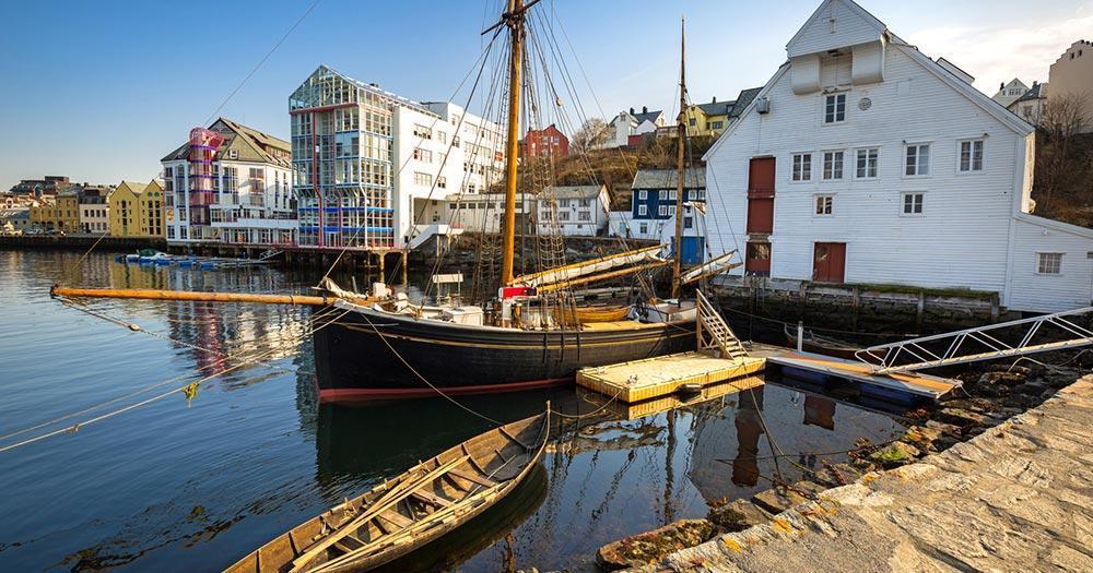 Alseund - Malerischer Hafen