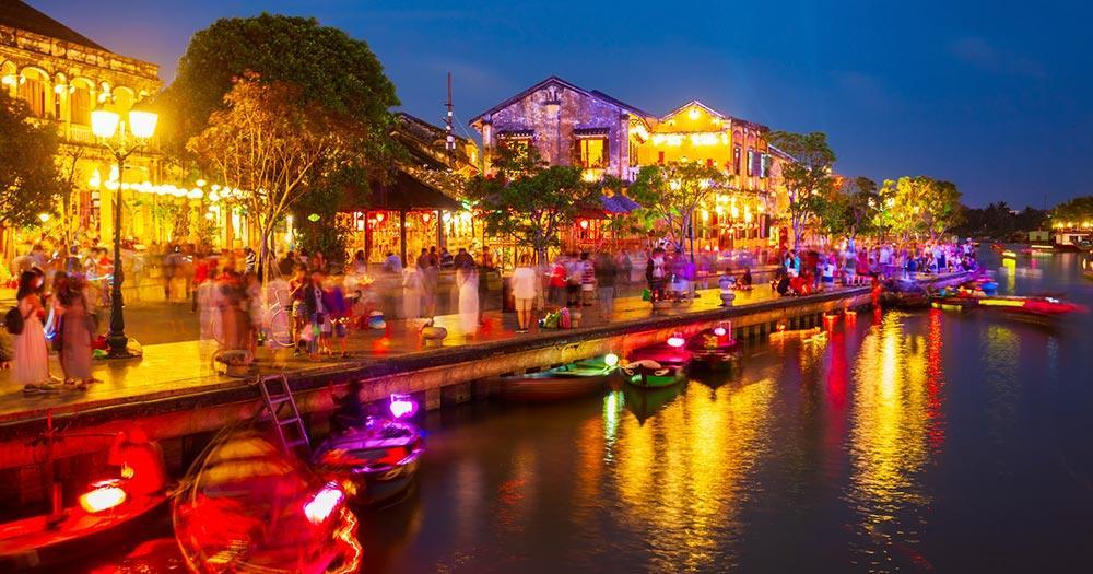 Hanoi - Altstadt Uferpromenade am Abend