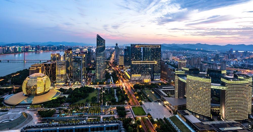 Hangzhou - Skyline bei Nacht