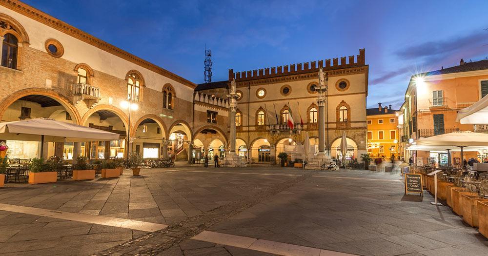 Ravenna - Marktplatz in der Abendsonne