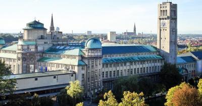 Deutsches Museum - mit Skyline von München