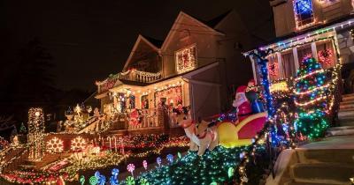 Dyker Heights - Weihnachtsbeleuchtung - bunte Fronten