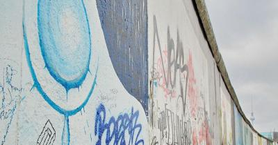 East Side Gallery - blaues Kunstwerk