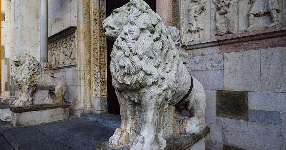 Modena - Statue vorm Duomo di Modena