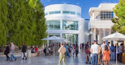 Getty Center - Vorplatz mit vielen Besuchern