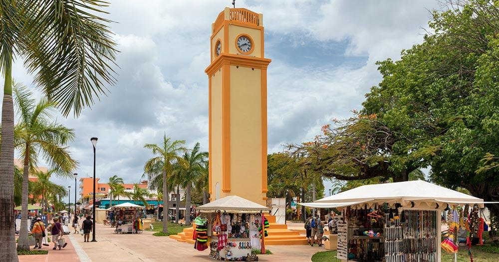 Cozumel - Turmuhr am Platz in San Miguel